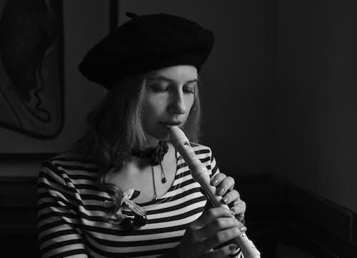 Gratis lagerfoto af fløjte, hat, kvinde, mode