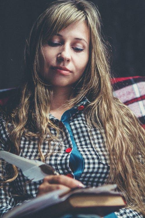Бесплатное стоковое фото с женщина, красивый, писание от руки, портрет