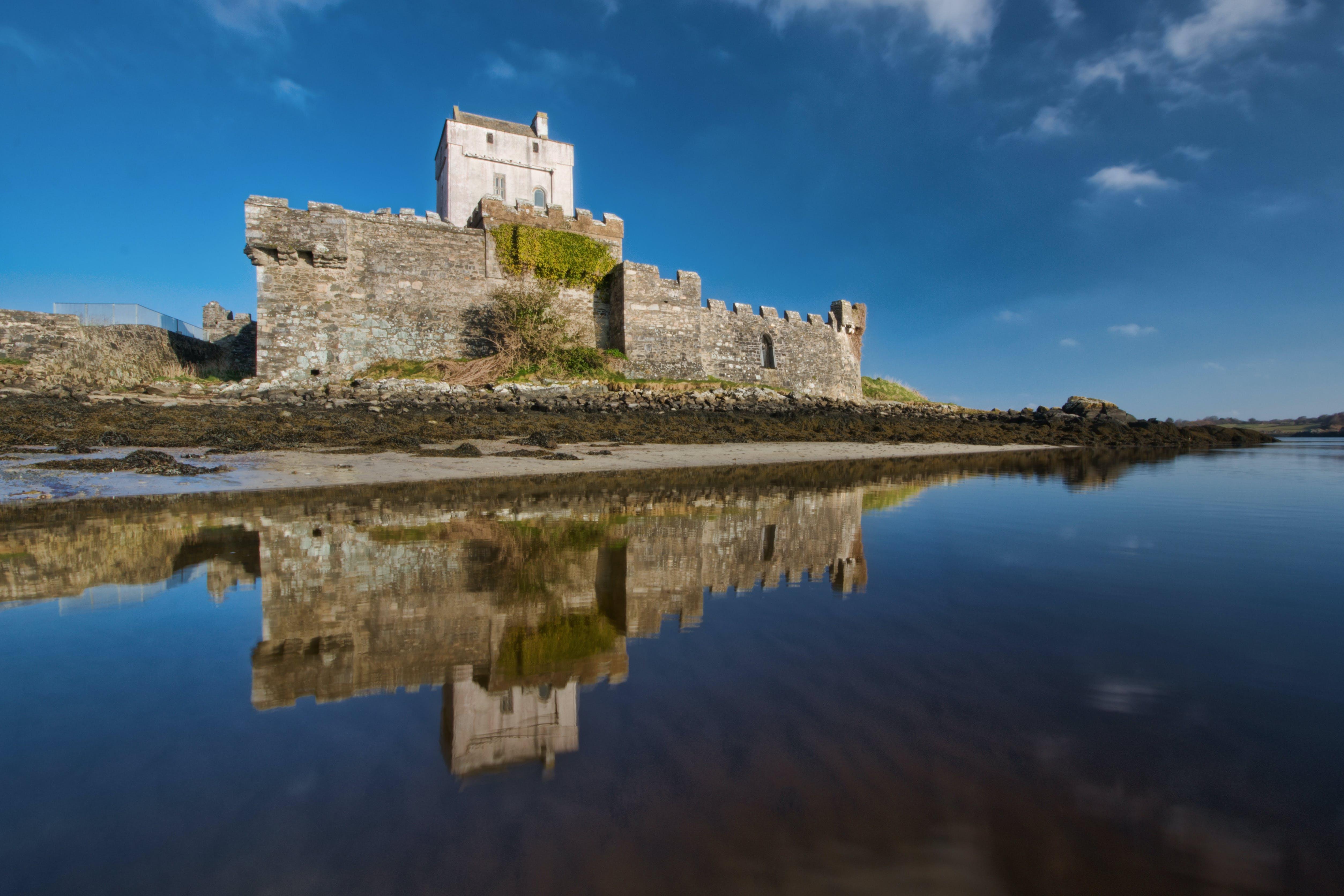 antik, bina, doe castle, gökyüzü içeren Ücretsiz stok fotoğraf