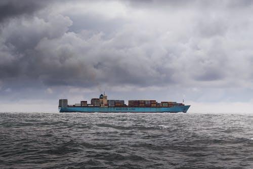 Gratis lagerfoto af båd, bølger, containere, fartøj