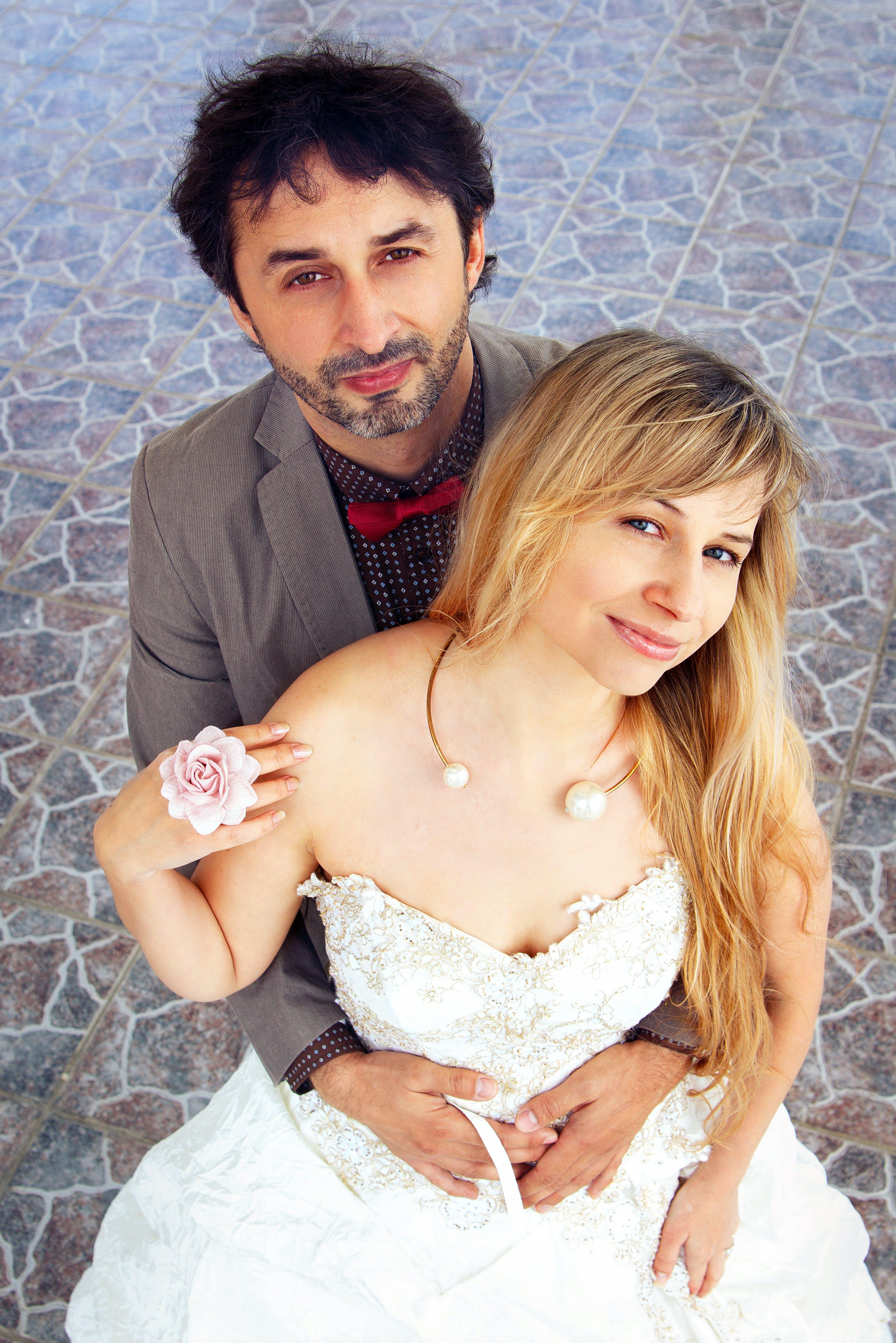Kostenloses Stock Foto zu braut, bräutigam, frau, freude