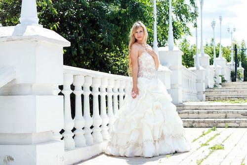 คลังภาพถ่ายฟรี ของ กลางวัน, การถ่ายภาพ, ชุด, ชุดแต่งงาน