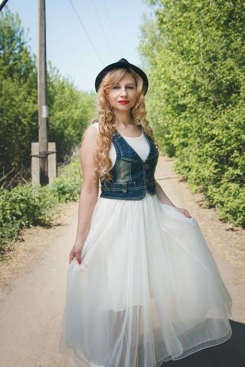 Základová fotografie zdarma na téma bílé šaty, focení, hezký, kouzlo