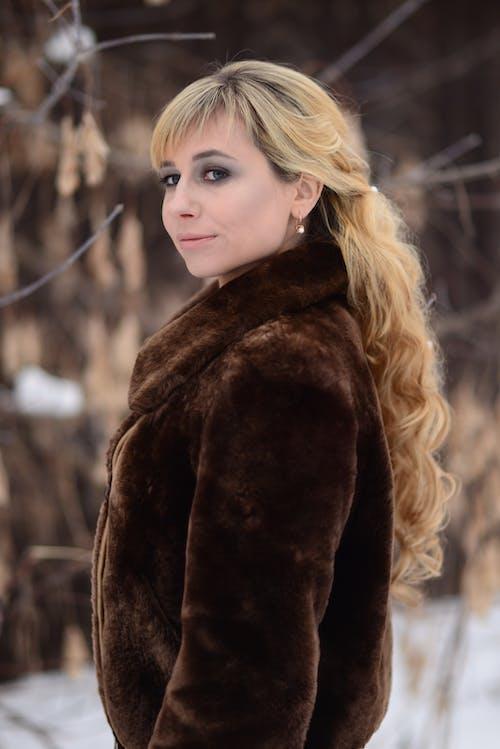 Kostenloses Stock Foto zu attraktiv, blond, dame, erwachsener