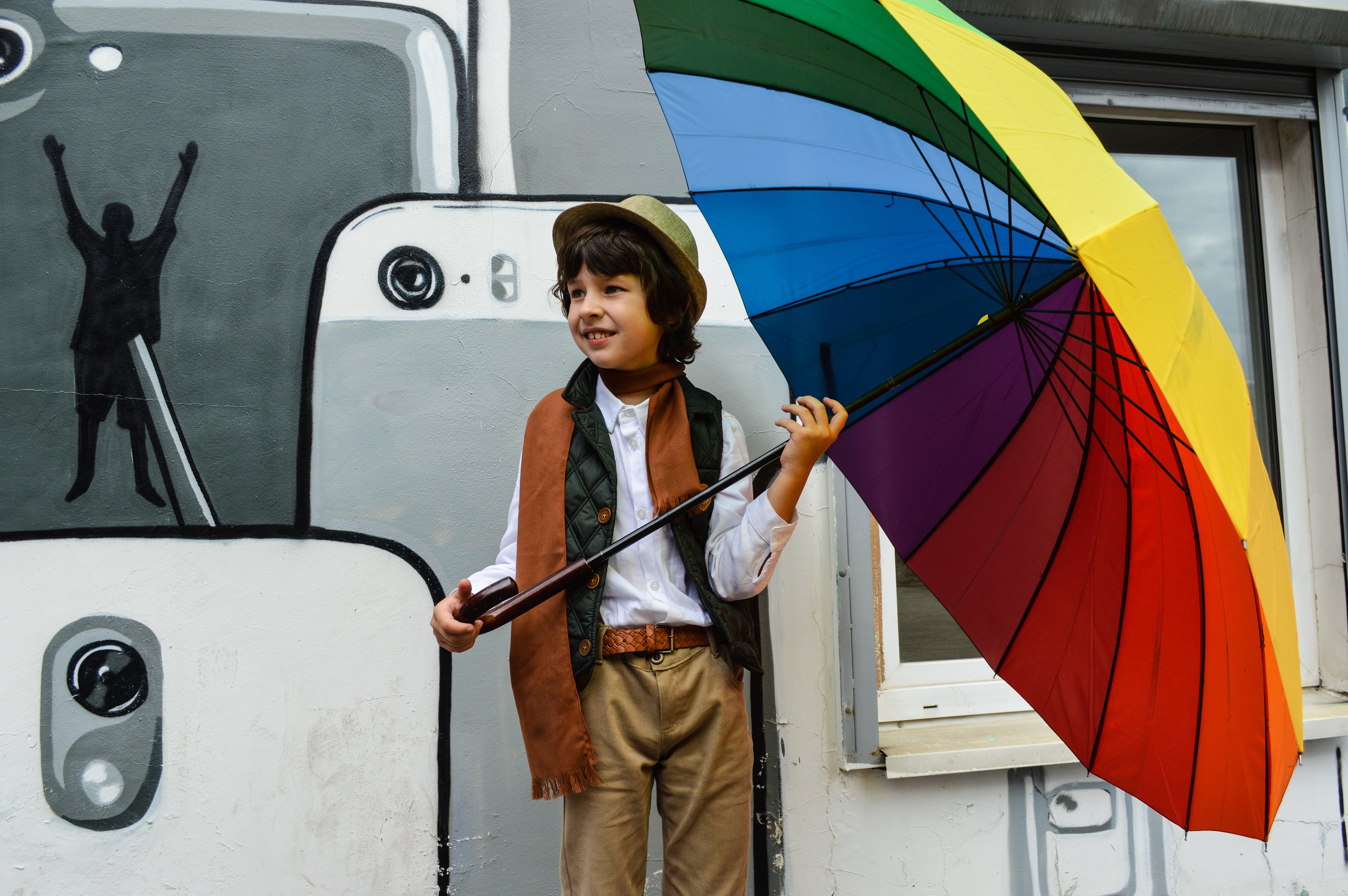 Gratis arkivbilde med barn, bruke, gutt, hatt