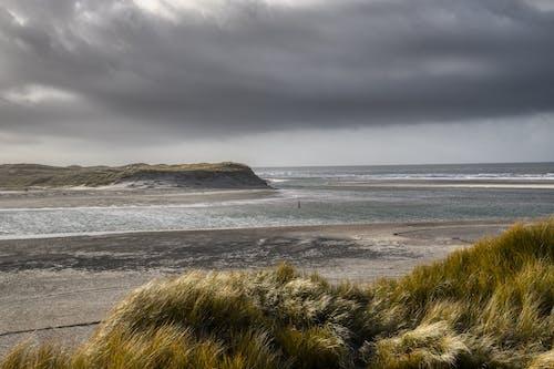 Kostenloses Stock Foto zu dramatischer himmel, meer, meeresküste, natur