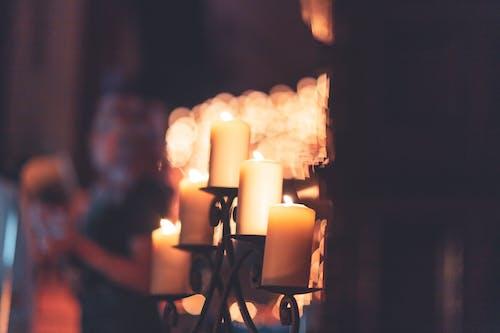 Foto stok gratis cahaya, cahaya lilin, dalam ruangan, dengan hangat