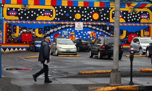 Imagine de stoc gratuită din om pe stradă perete murale de mers pe jos