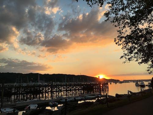 Gratis lagerfoto af anløbsbro, både, hav, himmel