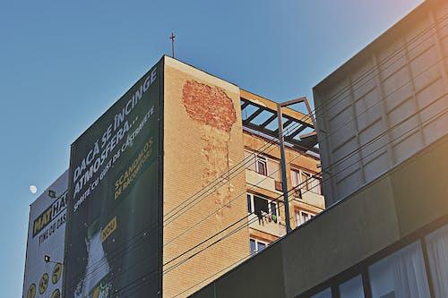 Ilmainen kuvapankkikuva tunnisteilla arkkitehtuuri, ikkunat, keskusta, korkea