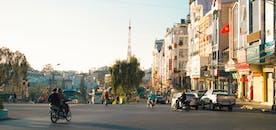 Orang Mengemudi Sepeda Motor Di Kota