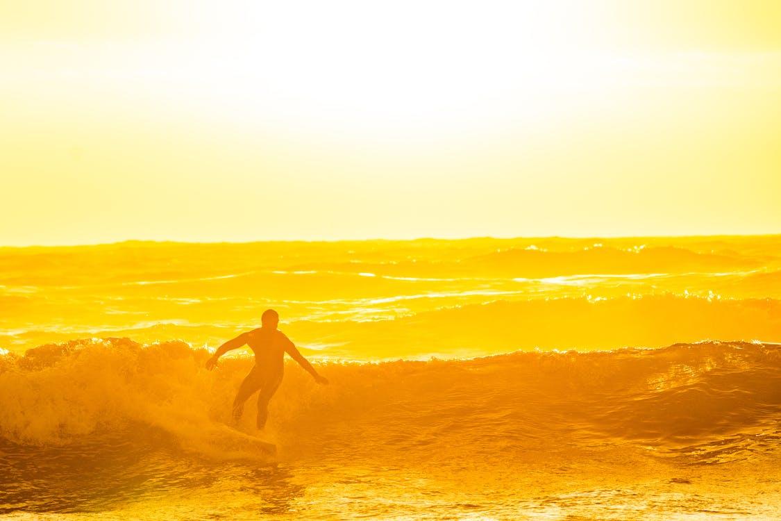 Surf, ακτή, αυγή