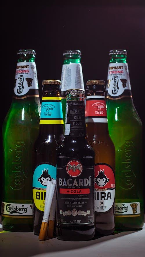 Foto d'estoc gratuïta de alcohol, amics, ampolles, bacardi