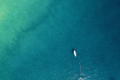 Fotos de stock gratuitas de aguas calmadas, barca, calma, desde arriba