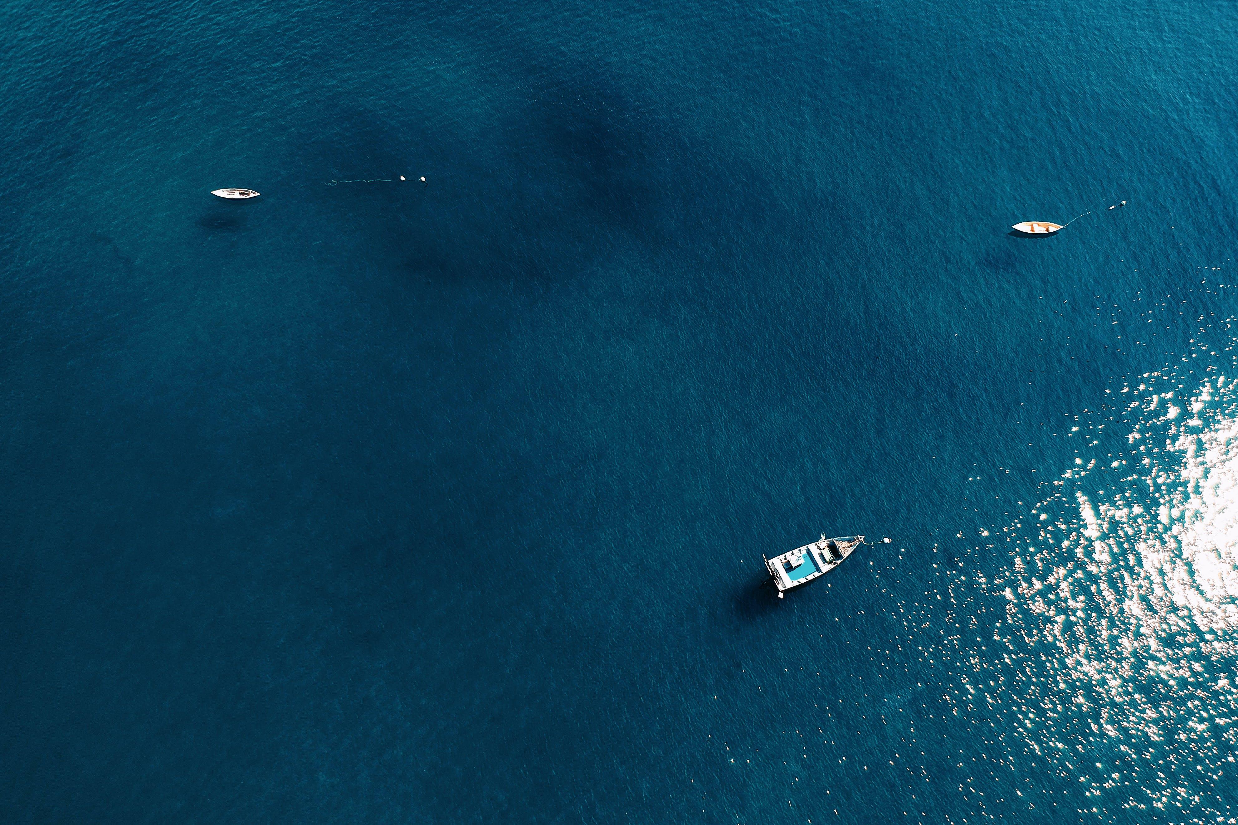 Gratis lagerfoto af både, dronefotografering, droneoptagelse, fugleperspektiv