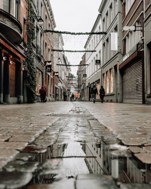 Foto d'estoc gratuïta de arquitectura, bassal, carrer, edificis