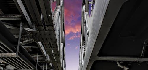 Foto stok gratis Arsitektur, awan, cahaya langit, desain arsitektur