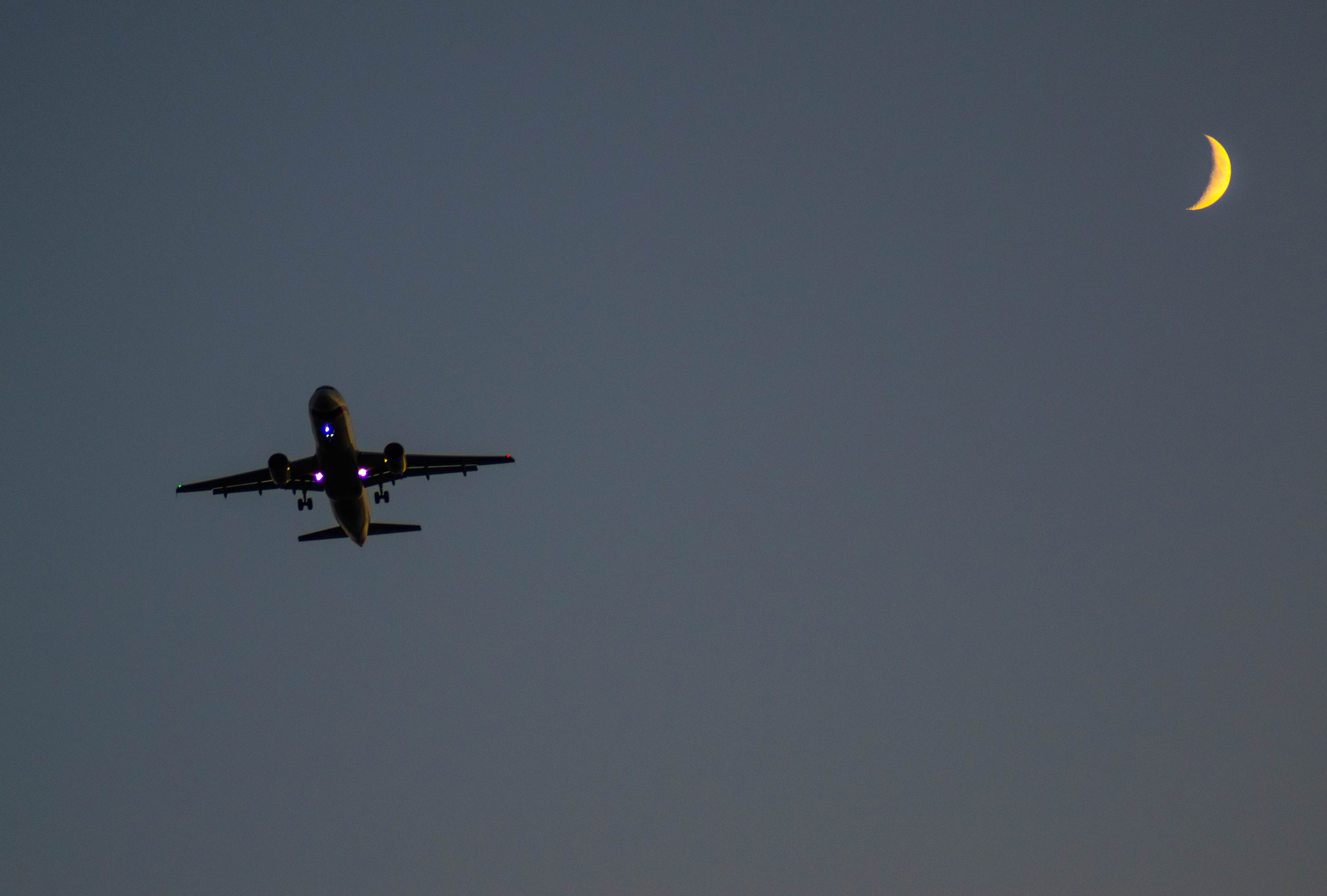 Δωρεάν στοκ φωτογραφιών με αεροπλάνο, μισοφέγγαρο, σελήνη, Σκοτεινός ουρανός