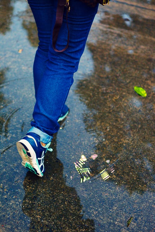 Free stock photo of blue jeans, ground, jeans, leg