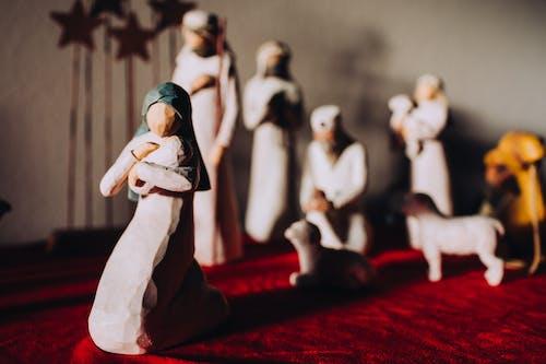 Бесплатное стоковое фото с иисус, мэри, рождественский декор, рождественское украшение