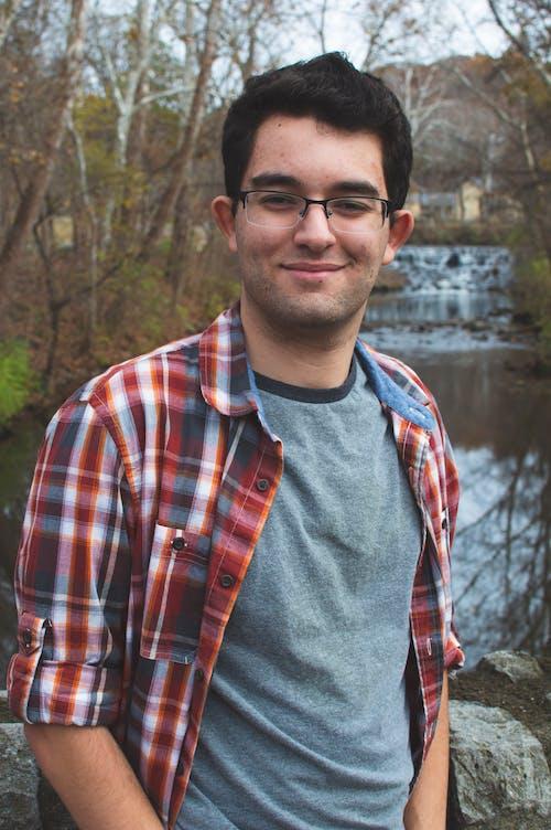 genç adam içeren Ücretsiz stok fotoğraf