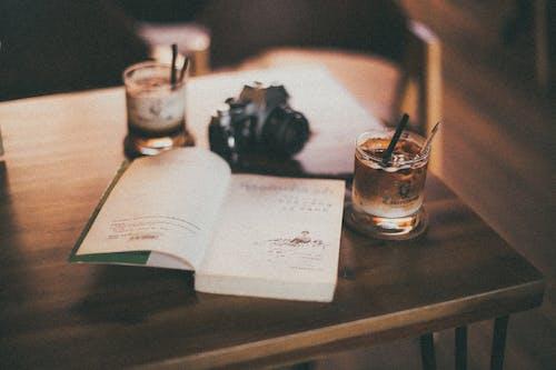 Ilmainen kuvapankkikuva tunnisteilla juomat, pöytä, sivu