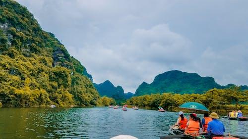 Kostnadsfri bild av äventyr, båt, berg, landskap