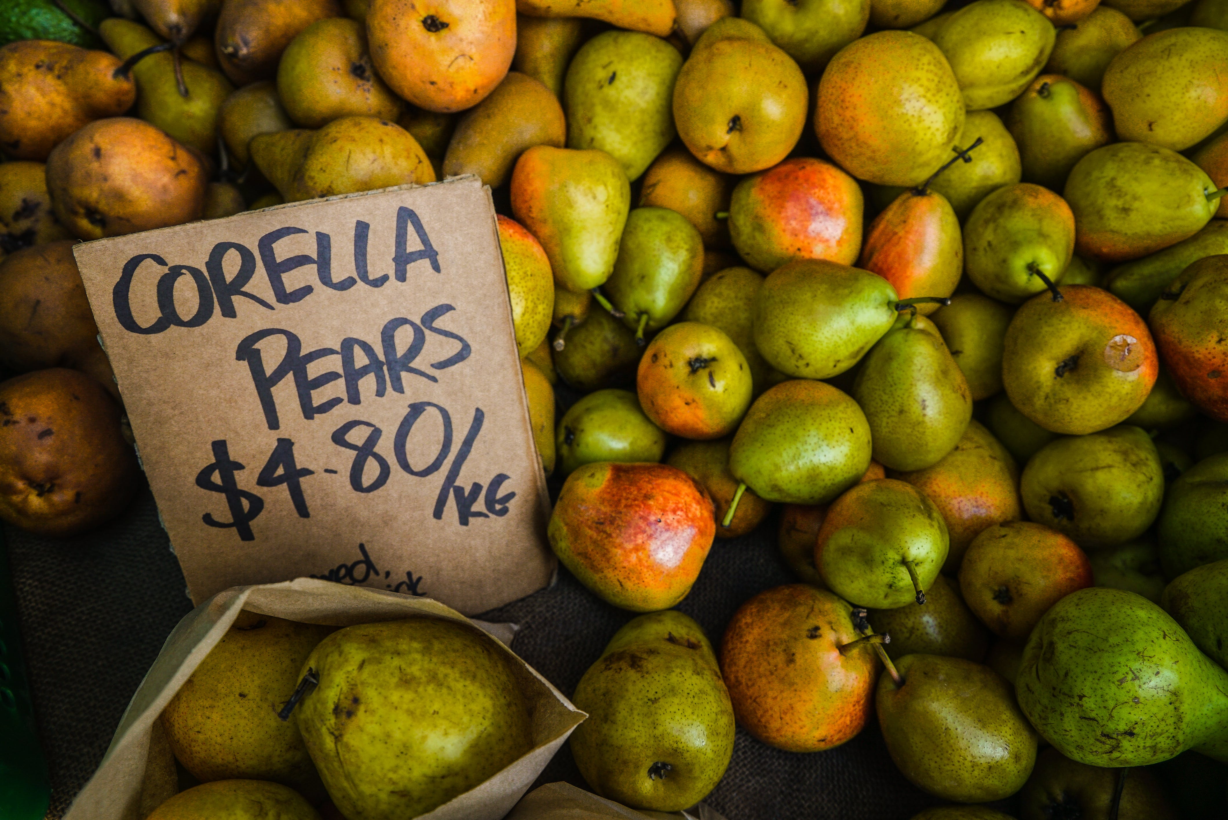 Green-and-orange Corella Pear Fruit Lot