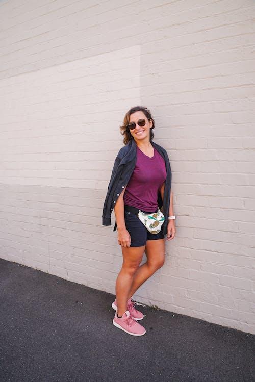 거리, 모델, 미소, 미소 짓는의 무료 스톡 사진