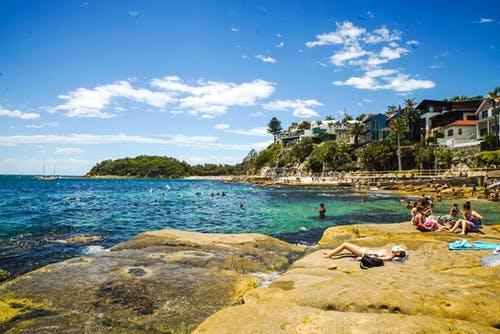 Kostenloses Stock Foto zu badeort, meer, meeresküste, menschen