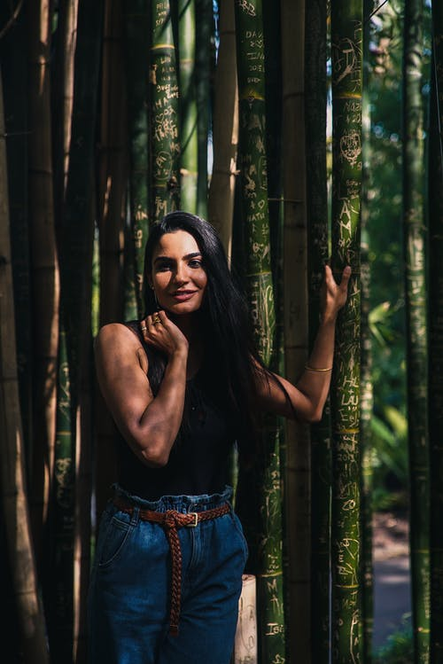 Foto profissional grátis de árvores, atraente, corpo, desgaste