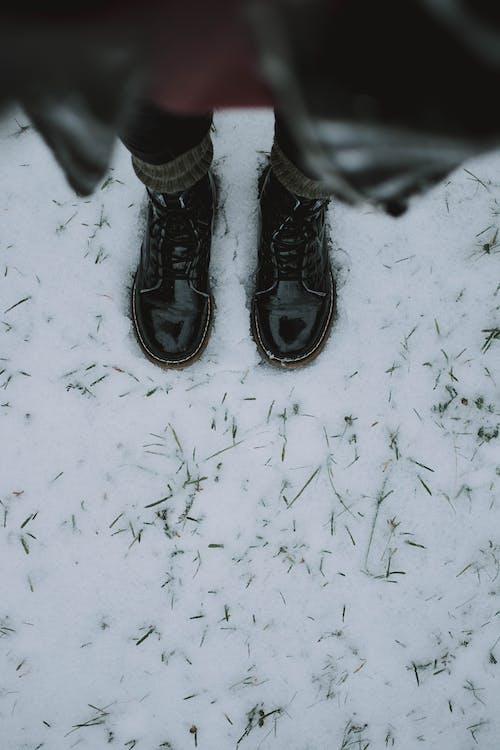 čierne topánky, človek, farby