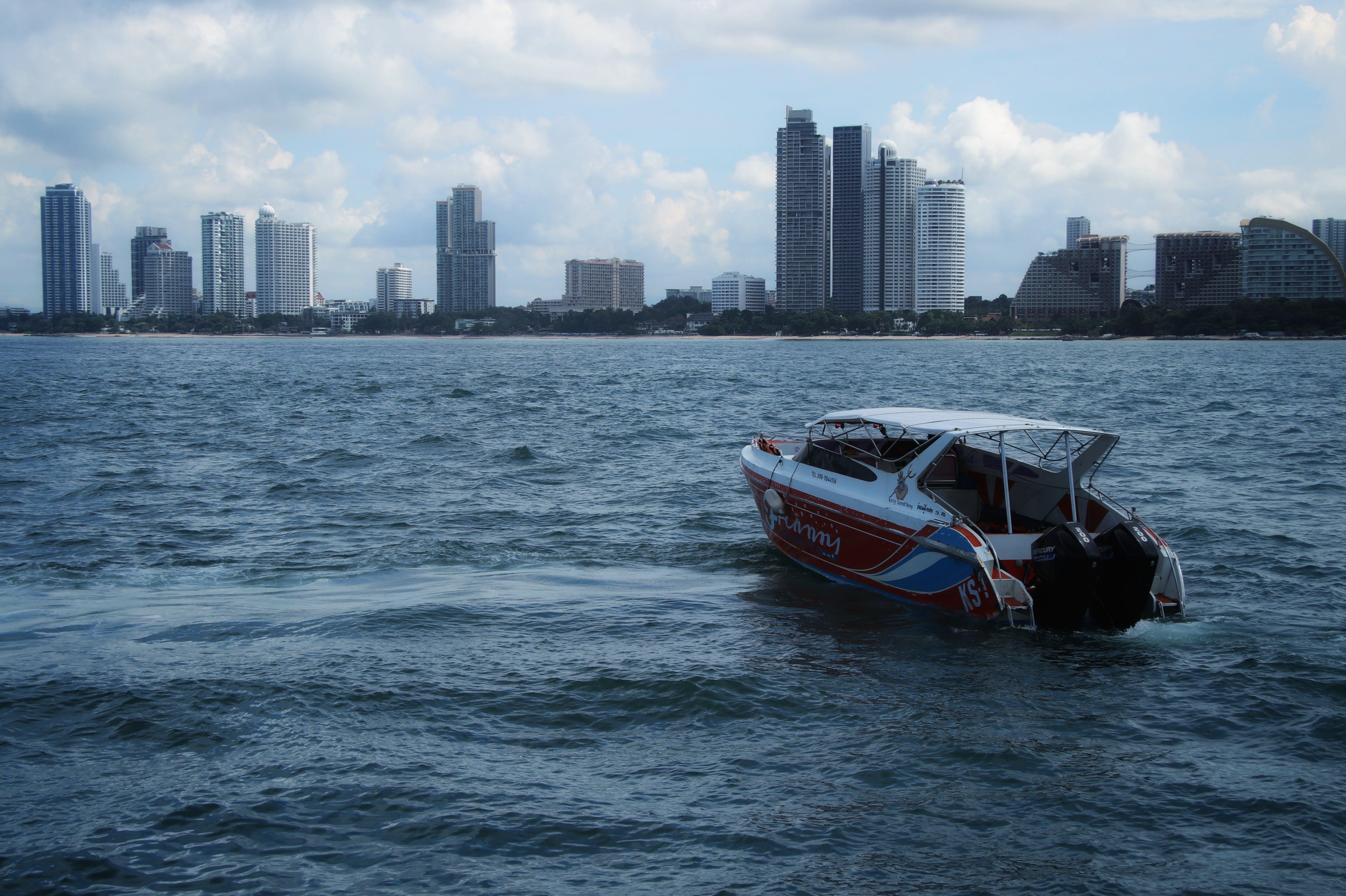 Kostenloses Stock Foto zu am meer, boot, stadt