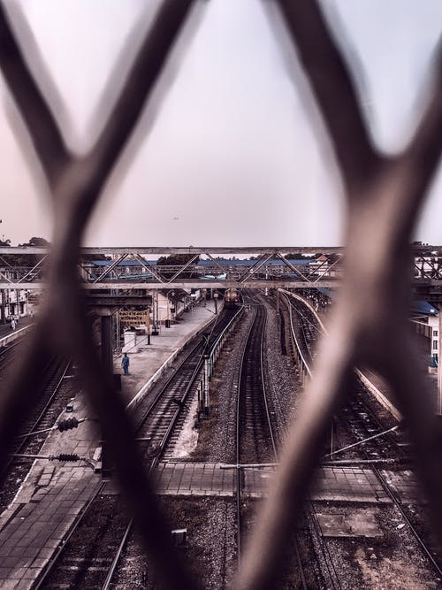 Бесплатное стоковое фото с городской, дневной свет, железнодорожная станция, железнодорожные пути
