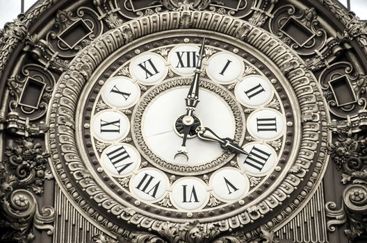Roman Numeral Round Analog Clock at 4:02