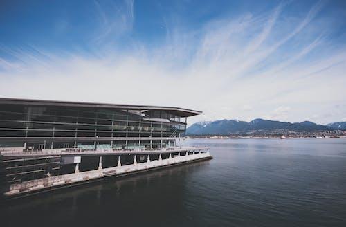 Foto d'estoc gratuïta de aigua, arquitectura, badia, cel blau