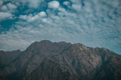 Kostenloses Stock Foto zu berg, blauen berge, blauer himmel, felsig