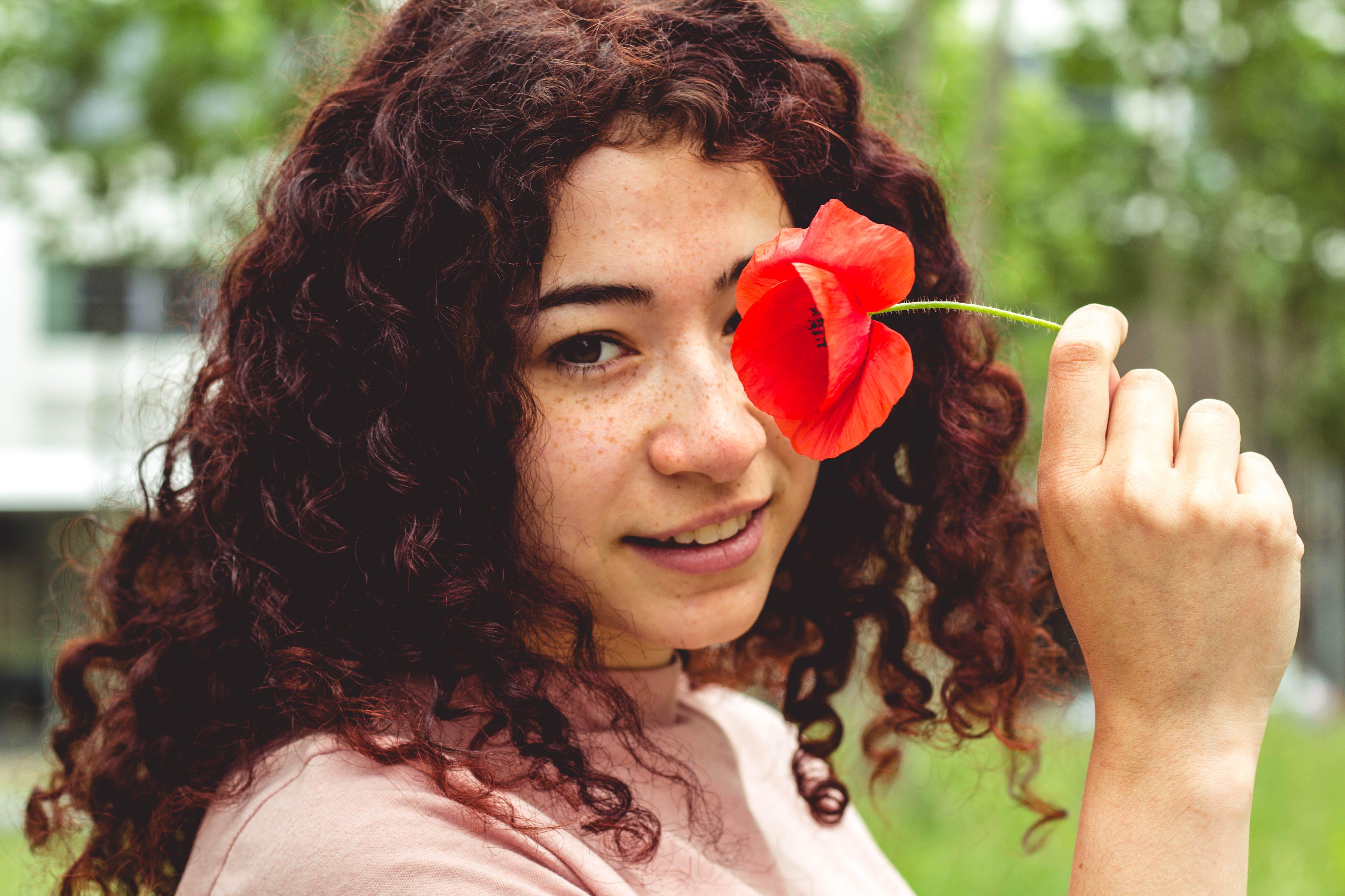 Kostenloses Stock Foto zu blume, flora, frau, gesicht