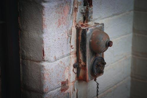 Foto profissional grátis de edifício antigo, enferrujado, fendas, ferrugem