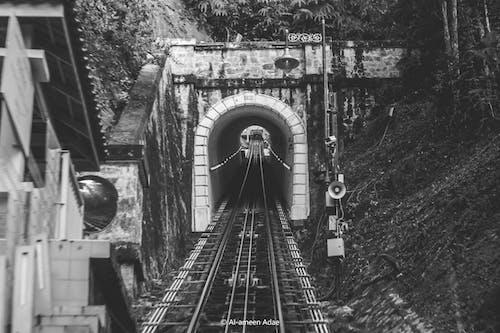 고속도로, 철도, 철도선의 무료 스톡 사진