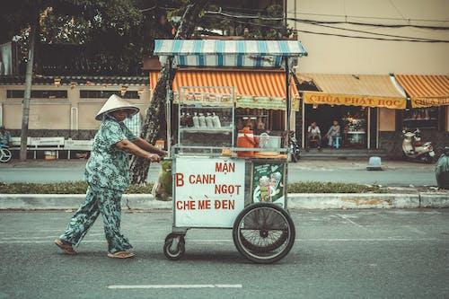 城鎮, 女人, 手推車, 推動 的 免費圖庫相片