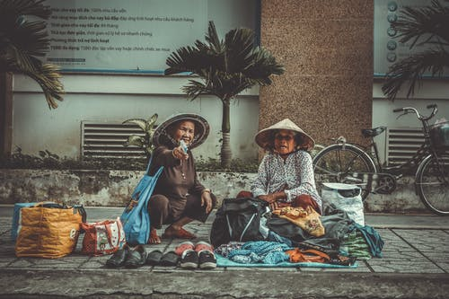 Darmowe zdjęcie z galerii z azjaci, chodnik, dorosły, dostawcy