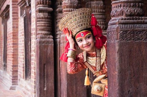 Gratis lagerfoto af arkitektur, Asiatisk arkitektur, Asiatisk pige, dagslys