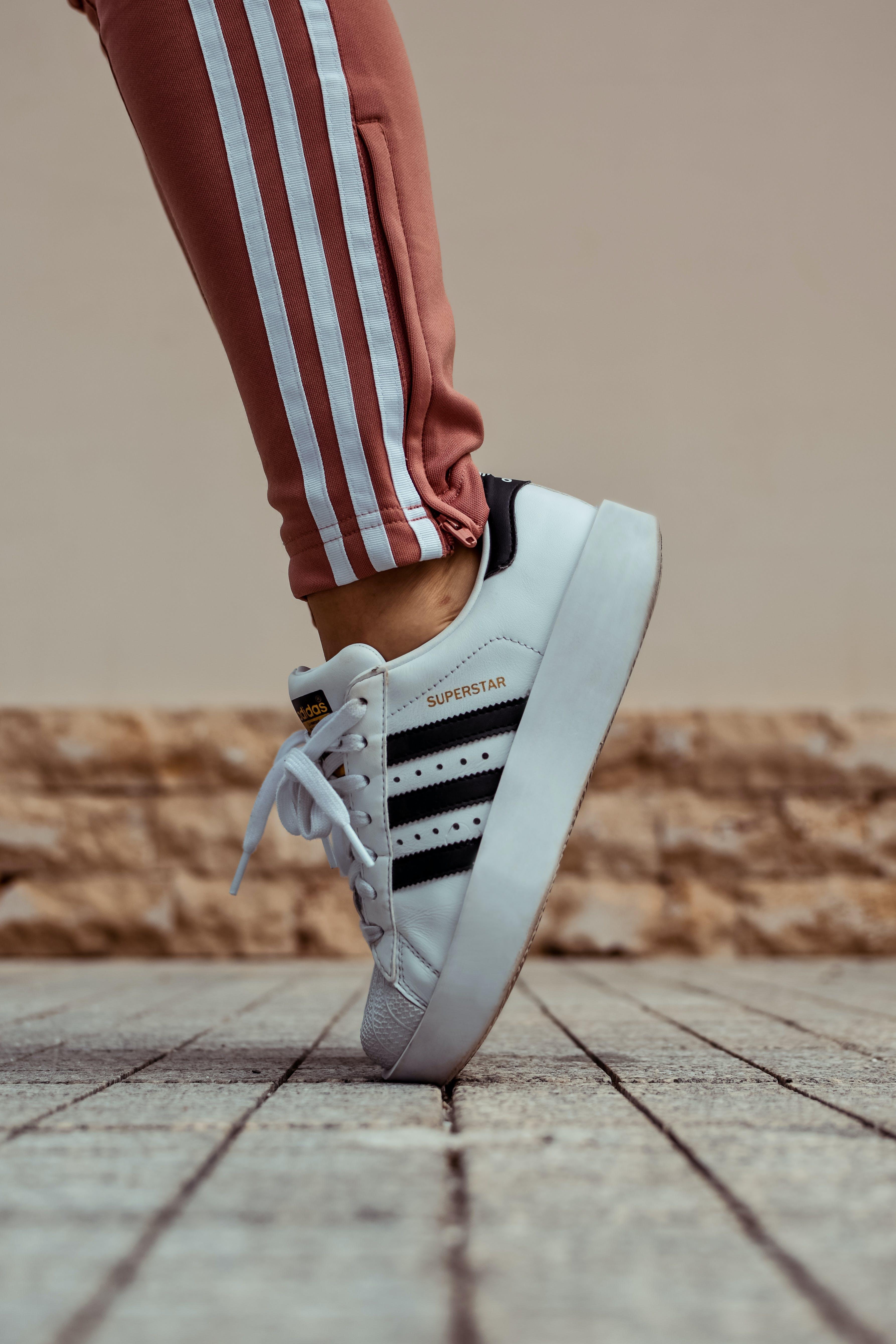 adidas, auf zehenspitzen, fashion