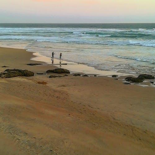 Fotos de stock gratuitas de bailando, cerca del mar, dice adiós, huellas