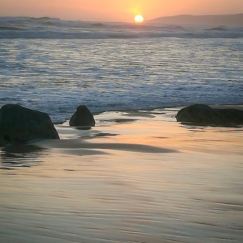 Fotos de stock gratuitas de mar, piedra, playa, puesta de sol