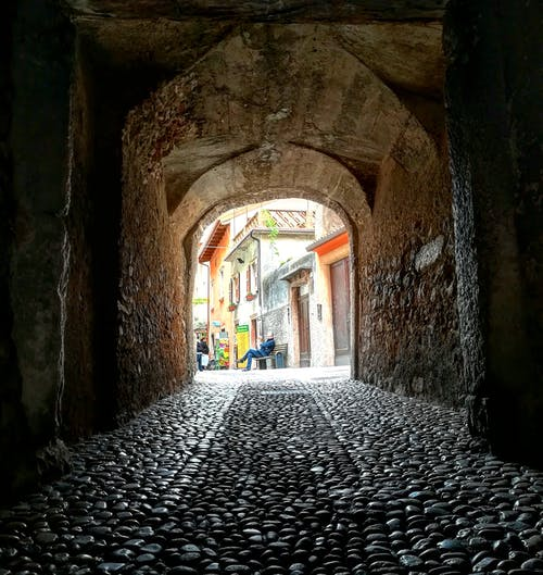 Fotos de stock gratuitas de brukowany, calle, calle de adoquines, túnel