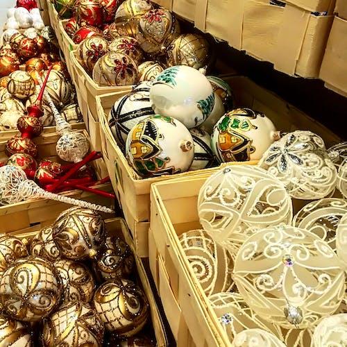 Fotos de stock gratuitas de bolas de navidad, comprando, Navidad