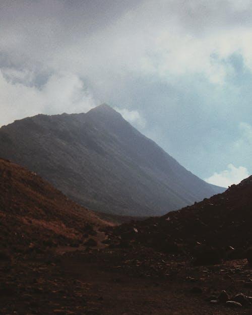 Gratis stockfoto met berg, daglicht, landschap, mistachtig