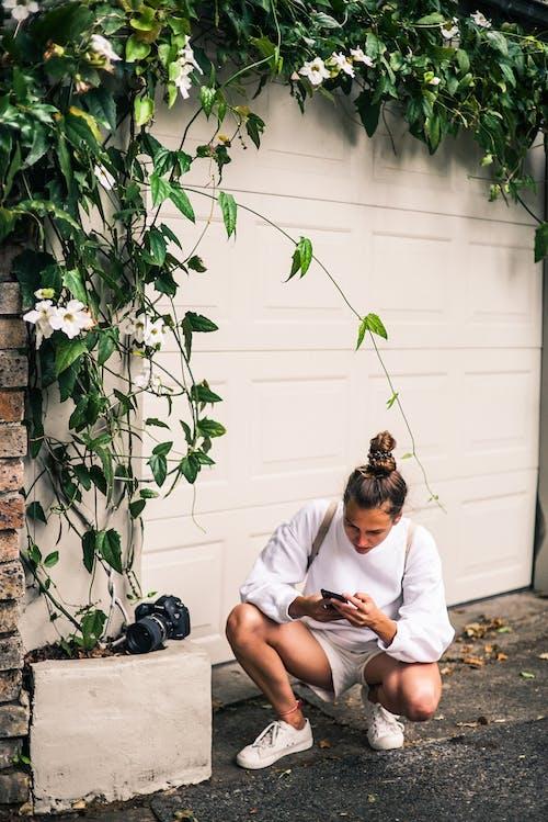 Δωρεάν στοκ φωτογραφιών με ανάπτυξη, άνδρας, κάμερα, κήπος